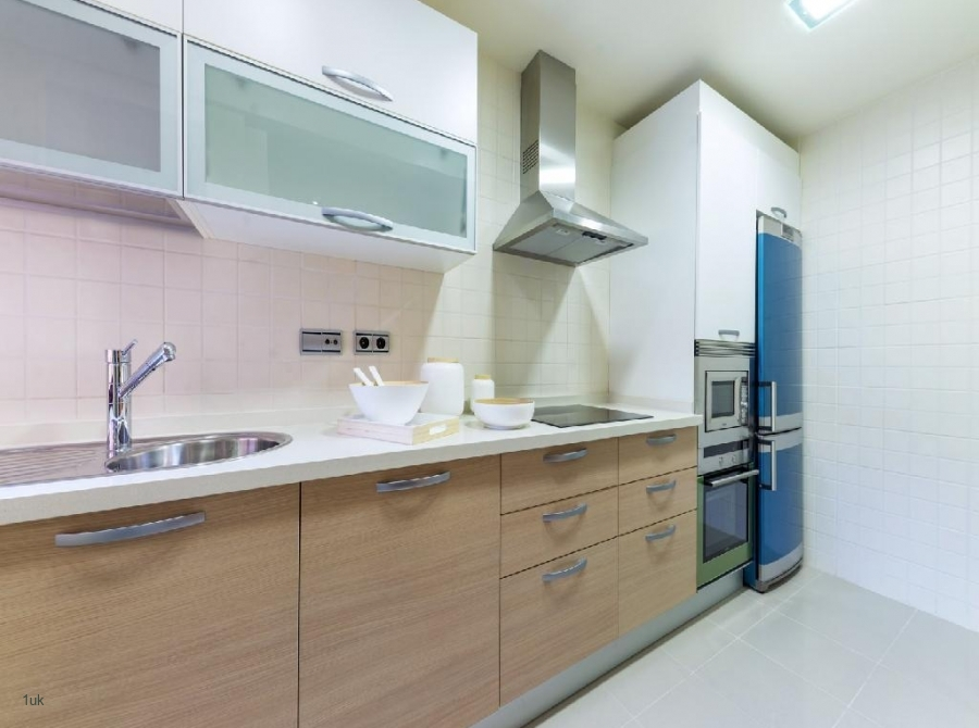 Large kitchen space that is fully equipped