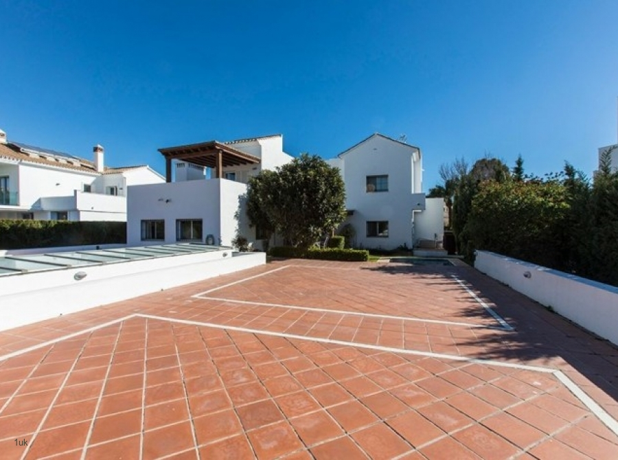 Outside view of the villa in Nueva Andalucia