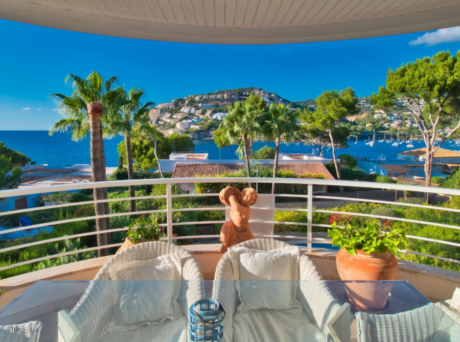 Stunning sea and mountain views from the balcony