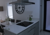 Large cooker and worktop space