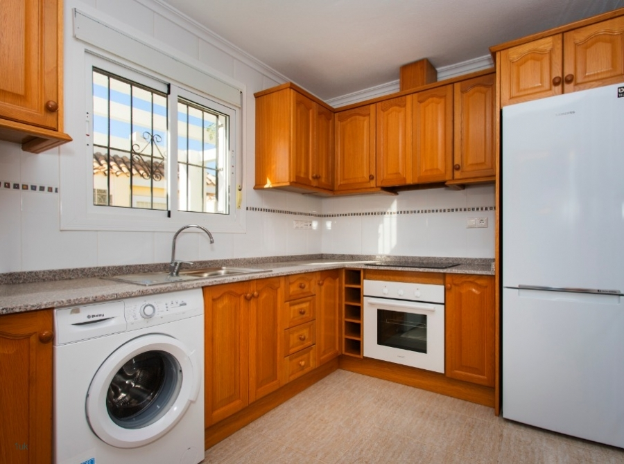 L Shaped kitchen worktop with fridge and washer